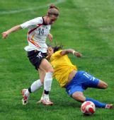 图文:德国0-0巴西 克里斯蒂安妮拼抢