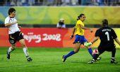 图文:德国0-0巴西 玛塔射门瞬间