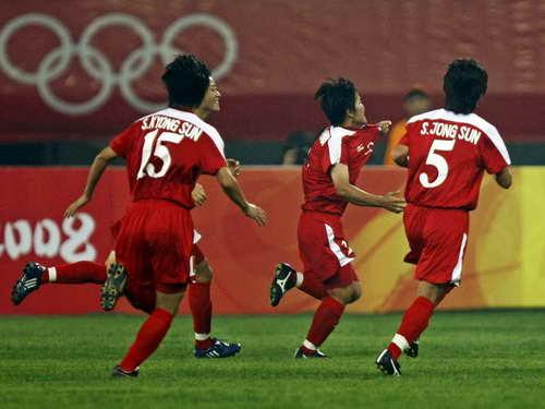 图文:朝鲜VS尼日利亚 朝鲜队庆祝进球