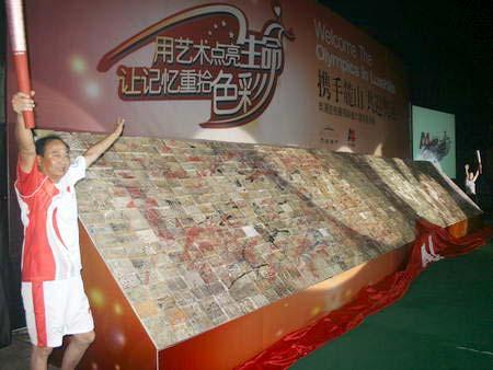 一面特殊的奥运瓷板墙在成都麓镇完成拼装