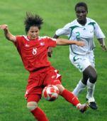 图文:朝鲜1-0尼日利亚 吉善姬接球