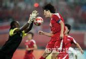 图文:女足朝鲜1-0尼日利亚 前锋先出一头顶球