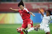 图文:女足朝鲜1-0尼日利亚 比赛的双方狂对脚