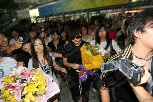 李宇春受到大批玉米们的热烈欢迎
