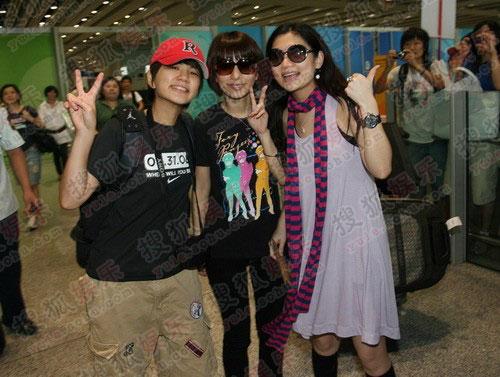 S.H.E.这三位俏皮的小女生刚刚抵京就显得相当激动