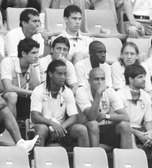 巴西男足现场给女足加油
