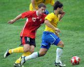 图文:巴西VS比利时 迭戈带球