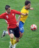 图文:巴西VS比利时 迭戈摆脱对手防守
