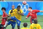 图文:巴西VS比利时 安德森头球争顶