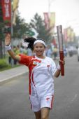 图文:奥运圣火在北京传递 火炬手廖青