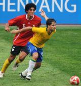 图文:巴西VS比利时 迭戈被紧密盯防