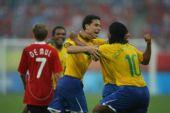图文:巴西VS比利时 桑巴军团庆祝胜利