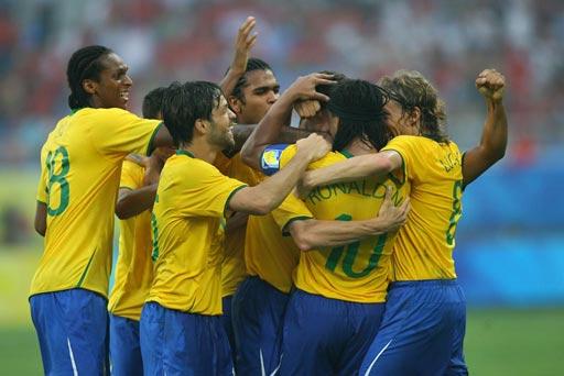 图文:巴西VS比利时 巴西球员庆祝进球