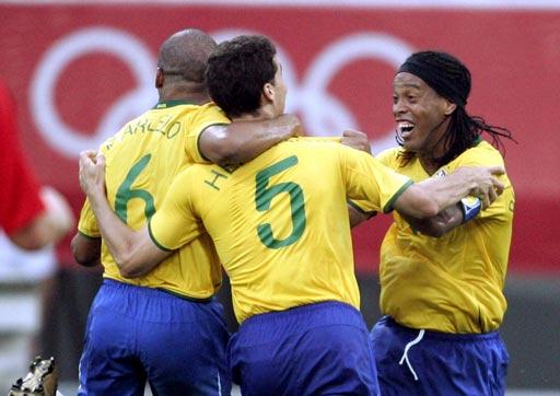 图文:巴西VS比利时 巴西球员共同庆祝进球