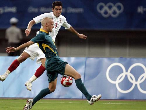 图文:澳大利亚对阵塞尔维亚 双方场上一对一