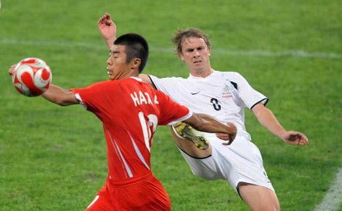 图文:[奥运会]中国国奥VS新西兰 韩鹏转身