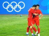 图文:[奥运会]中国国奥1-1新西兰 大头小董庆祝