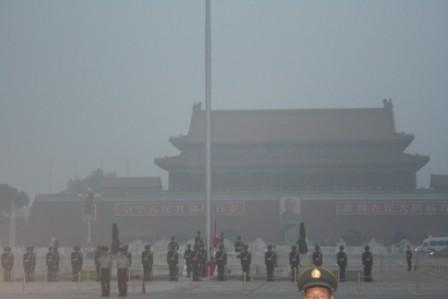 图文:北京奥运会开幕式 升旗仪式让人肃然起敬