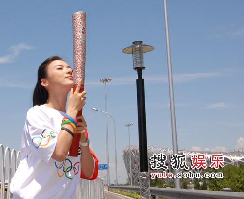 参加完火炬传递后拍摄专辑奥运的微笑2