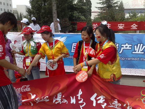 北京人民激情迎圣火