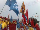 组图:火炬传递北京亦庄站 群众迎接圣火舞不停
