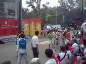 组图:北京第三日传递终点101中学迎接奥运圣火