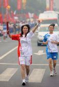图文:奥运圣火在北京传递 火炬手刘畅