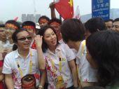 组图:北京奥运开幕日 人们鸟巢前期盼奥运