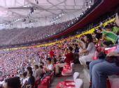 图文:奥运开幕式周边 鸟巢内观众已近坐满