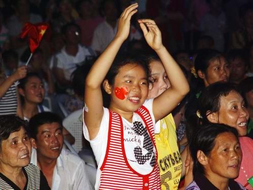 成都市民收看奥运开幕