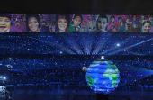 图文:北京奥运会开幕 彩球推出两歌手