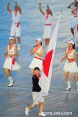 """图文:日本代表团入场 """"瓷娃娃""""福原爱举旗"""
