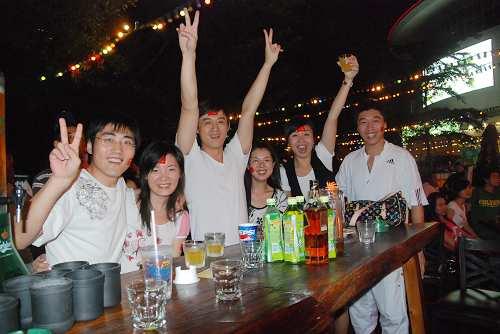 深圳市民酒吧街观奥运1
