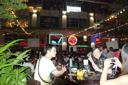 深圳市民酒吧街观奥运6