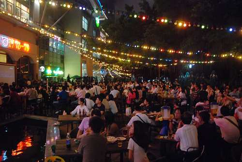 深圳市民酒吧街观奥运7