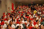 组图:新加坡中国留学生在学校一起观看开幕式