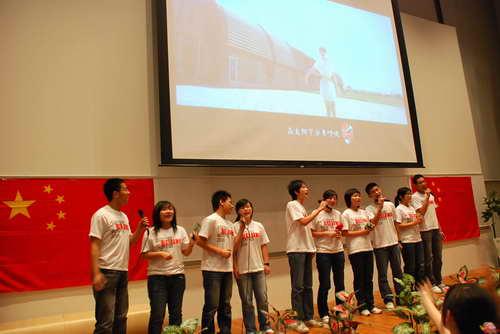 留学生们开幕式前进行文艺表演
