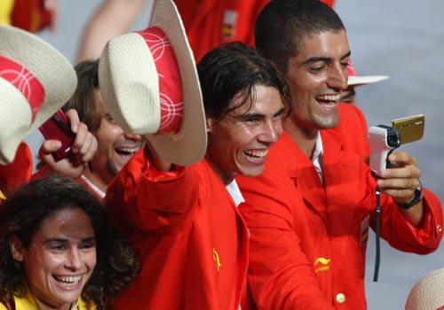 图文:奥运会入场式 西班牙选手纳达尔出场