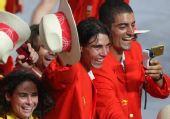 组图:奥运会入场式 西班牙选手纳达尔出场