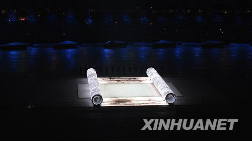8日晚8时,第29届夏季奥林匹克运动会在国家体育场隆重开幕。这是开幕式上的表演。新华社记者杨磊摄