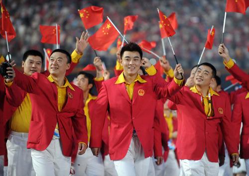 图文:中国军团亮相 王皓英俊造型鸟巢引爆现场