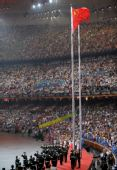图文:第29届奥运会隆重开幕 升起共和国国旗