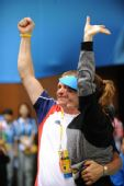 图文:埃蒙斯夺得北京奥运会首金 振臂庆祝