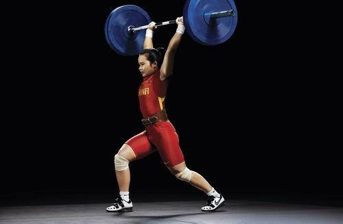 图文:北京奥运中国首金获得者陈燮霞写真