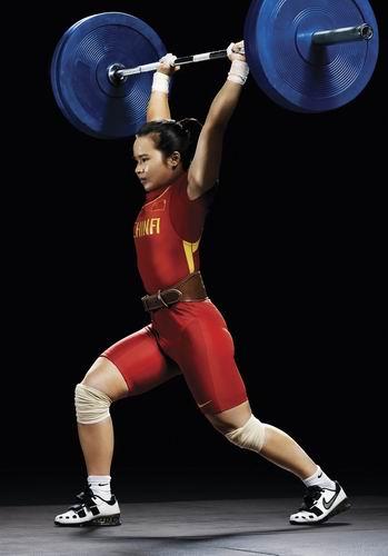 图文:北京奥运中国首金产生 陈燮霞写真