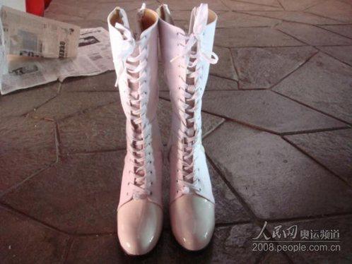 女标兵们穿的鞋子