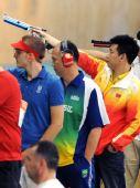 图文:男子十米气手枪 中国选手庞伟拿下第二金