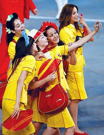 ▲兴高采烈的西班牙女运动员。