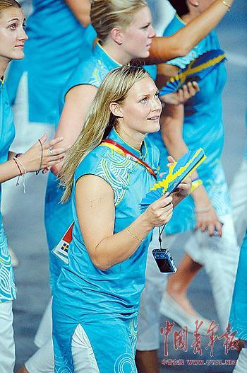 ▲穿旗袍的瑞典女运动员。 本报记者 刘占坤摄