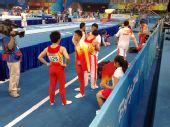 图文:中国男子团体资格赛 中国队在跳马场地